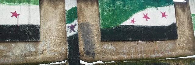 Vlajky nezávislosti na zdi základní školy @FreedomHouse. Ilustrační foto.